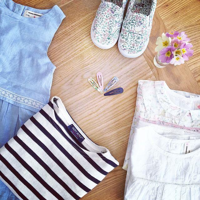 outfit kläder, klänning, skor, tröja, hårspännen
